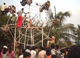 Žmogaus varoma karuselė Indija