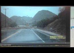 Vairuotojas vos išvengia potvynio